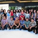 indonesians-celebrating-batik-day-in-batik-clothes