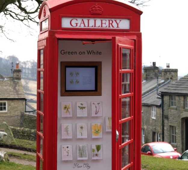 photography-art-gallery-inside-of-telephone-booth